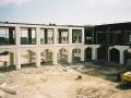 الممر الداخلي الرئيس لكلية أبو ظبي للطلاب قيد الإنشاء